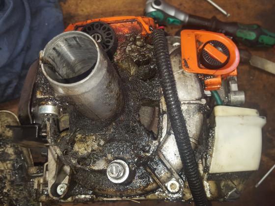 FS 460 Gewerblich genutzt mit Sonderkraftstoff. Nein Kein Stihl Motomix. Ich sah aus danach x( am liebsten würd ich es in einem Fass Säure reinigen